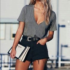 Looks com blusa cinza inAlone With a Paper *Clique para ver look completo* summer outfits - New Hair Style Casual Summer Outfits, Short Outfits, Spring Outfits, Trendy Outfits, Black Shorts Outfit Summer, Spring Shorts, Tan Shorts Outfit, Shorts Outfits For Teens, Summer Date Night Outfit