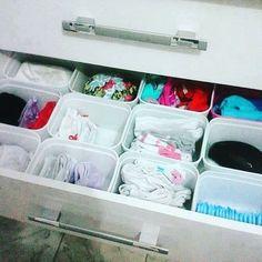 potes de sorvete Diy Arts And Crafts, Fun Crafts, Childrens Dresser, Wipes Container, Baby Shower Centerpieces, Dresser Drawers, Plastic Laundry Basket, Life Hacks, Organization