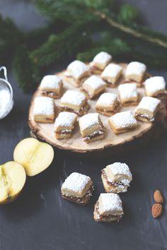 Rezept für saftiges Bratapfel Stollen Konfekt | Thermomix-Rezept | moeyskitchen.com #bratapfel #stollen #stollenkonfekt #weihnachten #advent #xmas #rezepte #plätzchen #foodblog #weihnachtsplätzchen #kekse #thermomix #thermomixrezept Saturated Fat, Christmas Time, Cookie Recipes, Nutrition, Cookies, Desserts, Sweet, Fried Apples, Nutritional Recipes
