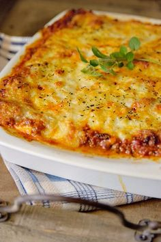 """Het lekkerste recept voor """"Lasagne bolognaise"""" vind je bij njam! Ontdek nu meer dan duizenden smakelijke njam!-recepten voor alledaags kookplezier!"""
