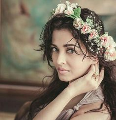 Aishwarya Rai is a talented artist and very popular among fans. Aishwarya Rai photo gallery with amazing pictures and wallpapers collection. Beautiful Bollywood Actress, Most Beautiful Indian Actress, Beautiful Actresses, Popular Hairstyles, Latest Hairstyles, Summer Hairstyles, Teen Hairstyles, Casual Hairstyles, Medium Hairstyles