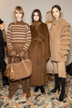 Max Mara Fall/Winter 2020 Ready-to-Wear collection fashion show backstage photos from Milan Fashion Week (Feb, Behind-the-scenes of runway photos, models, womenswear collection 2020 Fashion Trends, Fashion 2020, Runway Fashion, Couture Fashion, Milan Fashion, Curvy Fashion, Fashion Women, Fall Fashion Outfits, Autumn Fashion Casual