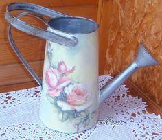 голубой чайник с цветами