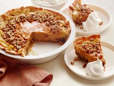 Best Thanksgiving Pie and Tart Recipes: Apple-Pumpkin-Pecan Pie - #Thanksgiving #ThanksgivingFeast #Dessert