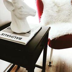 Ich hab mir eine neue Leseecke eingerichtet. Wie gefällt sie euch?   Home & Living, Leben, Wohnen, Interior, Bauhaus, Books, Lesen, Zuhause