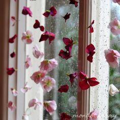 Simplesmente encantadora! Aprenda a fazer uma bela cortina de flores!