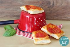ein bisschen JuNi - der Lifestyleblog und Foodblog aus Ulm: [Ni] Schnelle Tomaten-Blätterteig-Happen {Rezept}