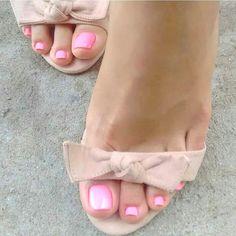 "1,250 Likes, 16 Comments - Elegant.Feet (@elegant.feet) on Instagram: ""@enkays_toes -  Take my heel off and lie under my feet #footfetishnation #footfetishworld…"""
