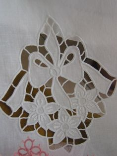 Embroidery It: How to do Cutwork Machine Embroidery a Step-By-Step Tutorial Cutwork Embroidery, Embroidery Patterns, Cut Work, Doilies, Hand Stitching, Needlework, Applique, Quilts, Sewing