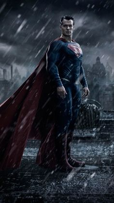 First Look Image of Henry Cavill as Superman for 'Batman v Superman' Revealed!: Photo Here's your first look at Henry Cavill as Superman for his upcoming highly anticipated movie Batman v Superman: Dawn of Justice! The actor is reprising… Henry Cavill Superman, Batman Vs Superman, Fotos Do Superman, Poster Superman, First Batman, Superman Dawn Of Justice, Superman Movies, Superman Man Of Steel, Batman