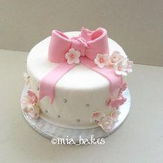 Girly birthday cake by mia_bakes