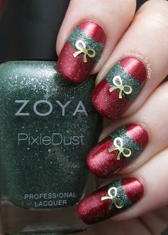 Adventures In Acetone: The Digit-al Dozen DOES Red, Gold And Green. Day 1: Half Moon Wreaths!