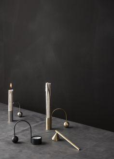 Teelichthalter Balance in schwarz oder messing