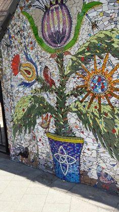 detail - mosaic garden wall in the Netherlands - Rotterdam