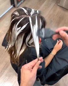 Brown Hair Balayage, Blonde Hair With Highlights, Hair Color Balayage, Hair Color Streaks, How To Balayage, How To Bayalage Hair, Balayage Hair Tutorial, Balayage Technique, Ombre Hair Technique