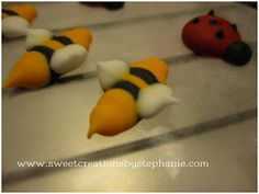 Sweet Creations by Stephanie: Tutorial: Royal Icing Bumble Bee's
