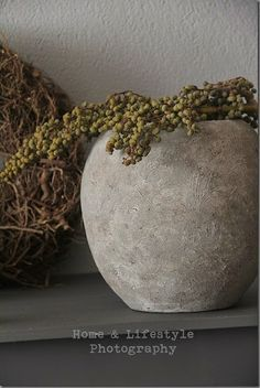 Home & Lifestyle Flower Planters, Planter Pots, Beton Diy, Concrete Furniture, Rustic Charm, Diy Projects To Try, Ceramic Pottery, Flower Arrangements, Diy And Crafts