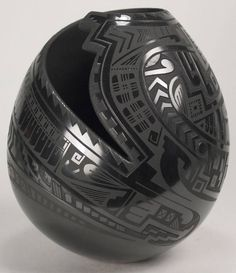 Mata Ortiz Pottery by Baudel Lopez - Etched Black Pot