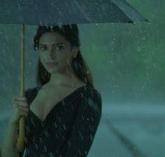Jav I Decent Image Scraps: Animated Girls 3 Deepika Padukone, Beautiful Bollywood Actress, Beautiful Actresses, Rain Gif, Glitter Girl, Summer Rain, Queen Of Hearts, Fantasy Girl, Celebs