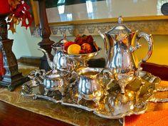 I want this silver tea set... <3