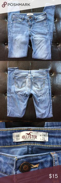 🎄Hollister Jeggings🎄 Size 0R Gently worn Hollister Jeggings!  Size 0 regular.  24 waist, 29 length. Hollister Jeans Skinny