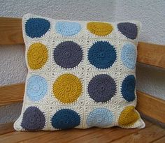 Crochet Patterns Pillow crochet cushion, pattern: Retro Circles Blanket by Three Beans in a Pod Crochet Crochet Cushion Pattern, Crochet Pillow Patterns Free, Crochet Cushion Cover, Crochet Motif, Cushion Covers, Crochet Blocks, Afghan Patterns, Blanket Crochet, Crochet Granny