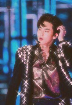 suho is glittery~ Exo Ot12, Suho Exo, Exo K, Park Chanyeol, Kaisoo, Chanbaek, Kim Jong Dae, Kim Junmyeon, Exo Members