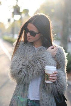 gri kadın kürk ceket mont siyah gözlük kış Kürklü mont modelleri 2015 kürk ceket kombinleri