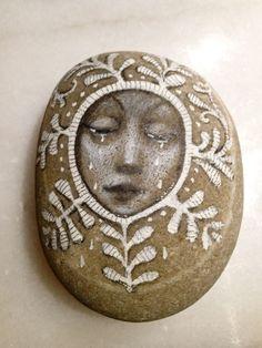 Rock art by Olga Sugden Pebble Painting, Pebble Art, Stone Painting, Rock And Pebbles, Pet Rocks, Rock Crafts, Stone Art, Art Techniques, Rock Art