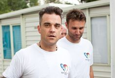 Soccer Aid 2016 please donate xx Soccer Aid, Robbie Williams, Mexico Travel, Mexico City, World Cup, Take That, Couple Photos, Celebrities, Boys
