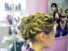 Peinado para novia o mamá de la novia con Rizos definidos
