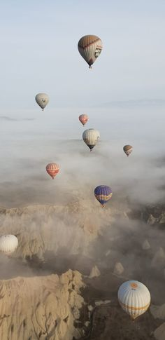kapadokya photography Hot Air Balloons of Cappadocia : Everything you need to know! - Sojourning in Life Balloons Photography, Nature Photography, Travel Photography, Photo Wall Collage, Picture Wall, Aesthetic Backgrounds, Aesthetic Wallpapers, Ballons Fotografie, Air Ballon