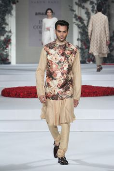 Varun Bahl. AICW 15'. Indian Couture.