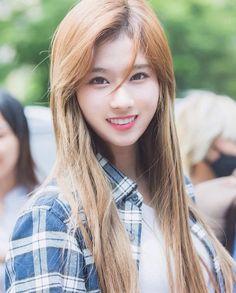 She is the sun South Korean Girls, Korean Girl Groups, K Pop, Sana Cute, Sana Minatozaki, Twice Kpop, Twice Sana, Famous Girls, Celebs