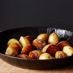 The Best Pan-Roasted Potatoes Easy, quick, and delicious! Pan Roasted Potatoes, Roasted Potato Recipes, Salted Potatoes, Skillet Potatoes, Chicken Recipes, Potato Dishes, Food Dishes, Side Dishes, Gastronomia