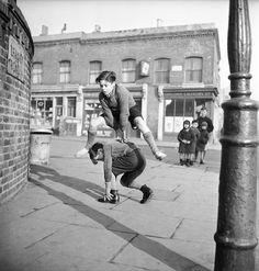 Bill Brandt, A group of children playing leap frog in the street, Whatever happened to kids playing that game? Or outside for that matter. That was the time of really living. Vintage Pictures, Old Pictures, Old Photos, Robert Doisneau, Photo Vintage, Boys Playing, Old London, Vintage Humor, Funny Vintage