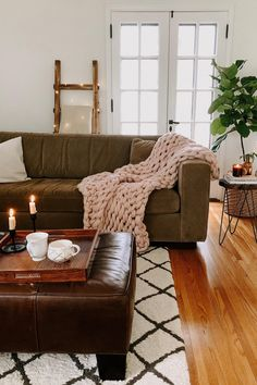 One way to create a cozy fall living room: Add the chunkiest blanket you can find. knows how to easily transform her space for fall just by updating a throw blanket and adding some extra lighting. Living Room Throws, Fall Living Room, Cozy Living Rooms, Living Room Furniture, Living Room Decor, Living Spaces, Unique Bookshelves, Bookshelf Design, Chunky Blanket
