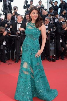 Cannes 2015: Aishwarya Rai Bachchan walks the red carpet | PINKVILLA