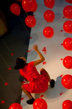 Balões Vermelhos pela Cia. Etra de Dança Contemporânea