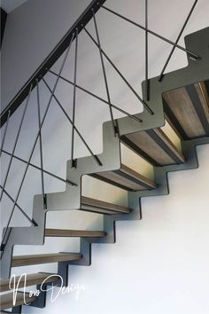 40 Awesome Modern Stairs Railing Design for Your Home - Geländer - Escadas Stair Railing Kits, Steel Stair Railing, Interior Stair Railing, Modern Stair Railing, Stair Railing Design, Stair Handrail, Exterior Stairs, Staircase Railings, Railing Ideas