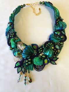 "Photo from album ""Большой конкурс Greenbird on Yandex. Ribbon Jewelry, Bead Embroidery Jewelry, Textile Jewelry, Fabric Jewelry, Jewelry Art, Beaded Jewelry, Jewelry Design, Soutache Necklace, Fabric Necklace"