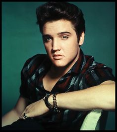 Not sure if you knew this or not but I <3 Elvis... ;)