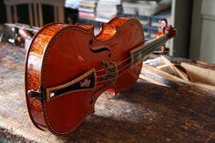 violino (n.m.) ≠ violine (adj. + n.m.) | Img: violino Capela @ 560PT
