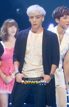 Im a emotional reck. Lee Jin, Australia Pictures, Korean Wave, Korean Men, Better Music, Shinee Jonghyun, Why So Serious, Kpop Guys, Bright Stars
