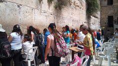 La segunda parte, en muestra gratuita, empezando por Israel, de cuyo capítulo os saco un extracto muy divertido sobre los hombres israelís, que están buenísimos y entran a saco.