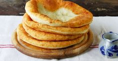 Garlic Bread Spread, National Dish, Romanian Food, Sour Cream, Family Meals, Dishes, Baking, Eat, Flat Bread
