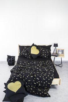 Bettwäsche in Schwarz mit goldenen Dreiecken / black bed linen with golden triangles made by Nocne Dobra via DaWanda.com