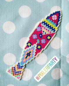 Perler Beads, Mini Hama Beads, Friendship Bracelets, Embroidery, Jewelry, Saints, Manualidades, Jewellery Making, Needlepoint