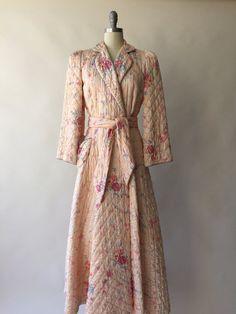 BEST CO. des années 40 matelassé pêche floral robe de chambre satin / XS / S / M