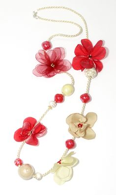 necklace with handmade flowers made ​​of chiffon and satin